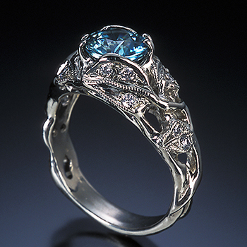 Style:ER412B ~ An organic setting of leaves surround this aquamarine.