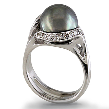 Style:LRM796 ~ A beautiful Tahitian pearl is surrounded by bead set diamonds in this ring.